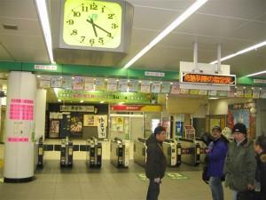 早朝の代々木駅